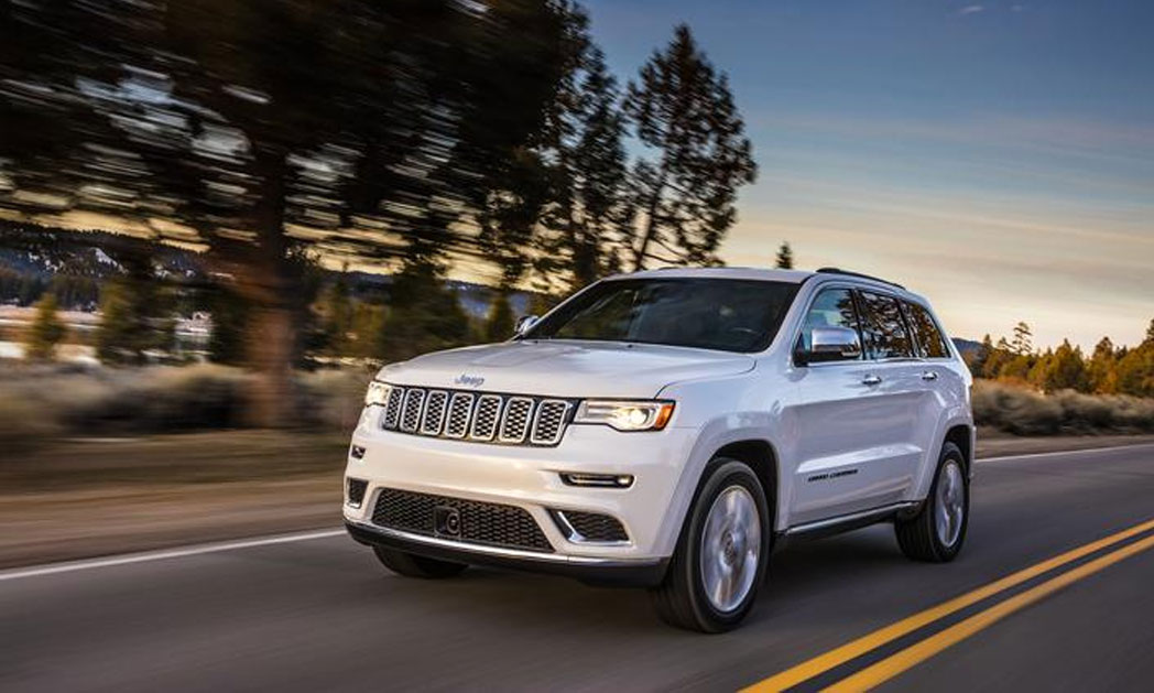 http://www.carvisionnews.com/wp-content/uploads/2017/05/cvr-jeep-cherokee-summit-goes-nose-to-nose-with-premium-competitors.jpg